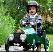 voiture-pedale-metal-vert-de-baghera