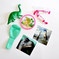 Pochette-surprise-dinosaure-enfant