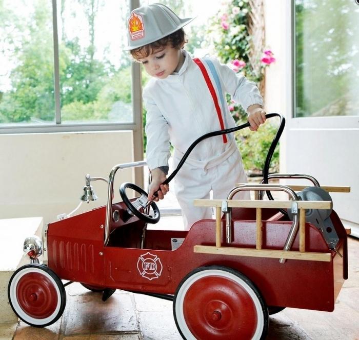 camion-pompier-enfant-pedales