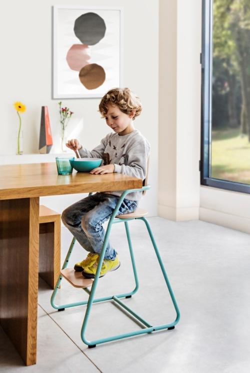 Alphonse-sur-la-chaise-tibu-bleue-toddler