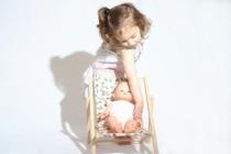 chaise-longue-poupee-motif-fraises