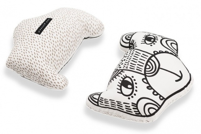 wee-gallery-coussin-noir-epais-ours