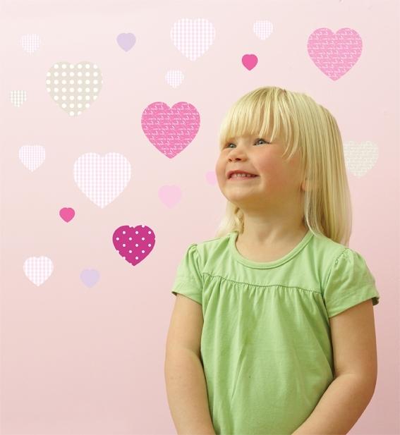 Déco-chambre-fillette-coeur-sticker