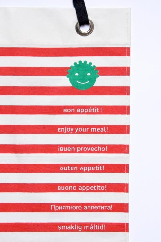 Grande-serviette-table-enfant-rouge