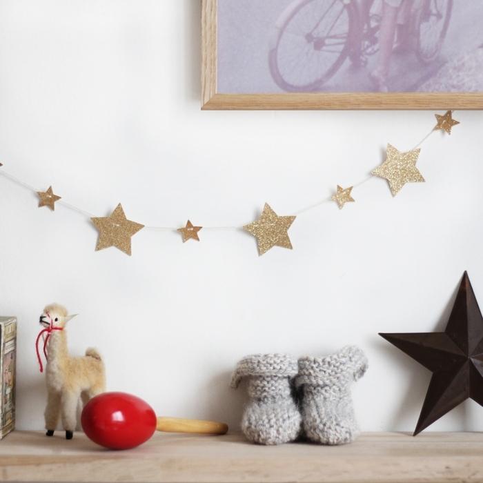 Guirlance-chambre-bebe-enfant-doree