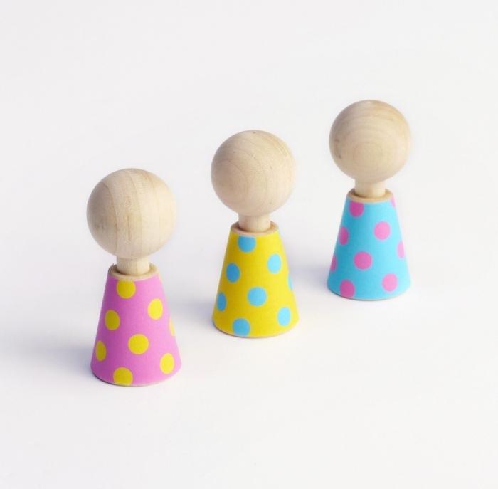 Color-pebbles-poupees-bois-design