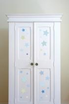 Sticker-étoiles-sans-colle-armoire