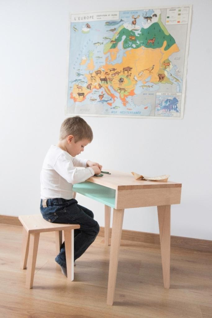 Tabouret-enfant-bois-massif-paulette-sacha