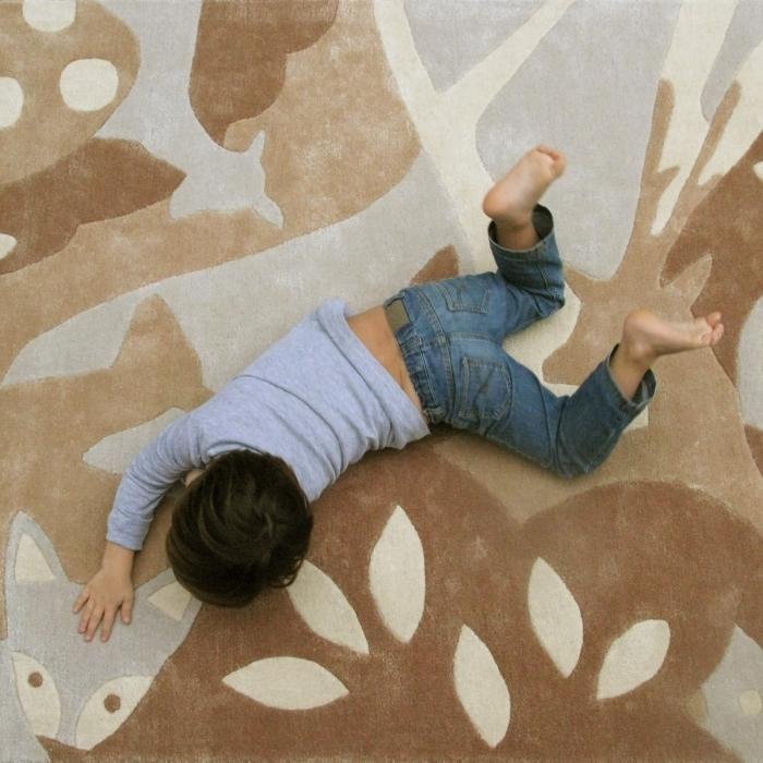 tapis-coloris-brun-beige-enfant