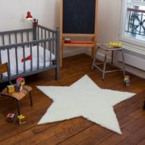 tapis-etoile-pile-poil-dans-chambre-enfant