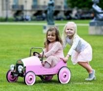 voiture-pedale-metal-rose-baghera-cadeau-fille