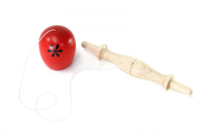 Idee-jouet-en-bois-bilboquet