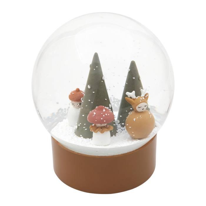 boule-de-neige-foret-champignons-cerf