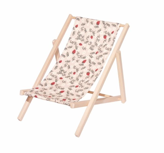Chilienne pour poup es motif fraises for Chaises longues bois et toile