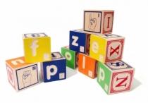 Cubes-bois-jouet-braille-langue-des-signes