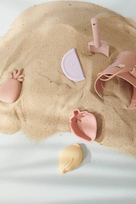 jouer-dans-le-sable-avec-le-kit-dante-6-pieces-liewood