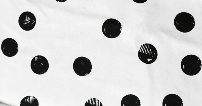 Deuz-motif-pois-noirs-matiere