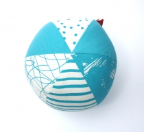 jeu-eveil-cadeau-naissance-balle-bleue