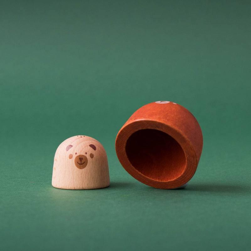 dans-le-ventre-de-lours-figurine-en-bois