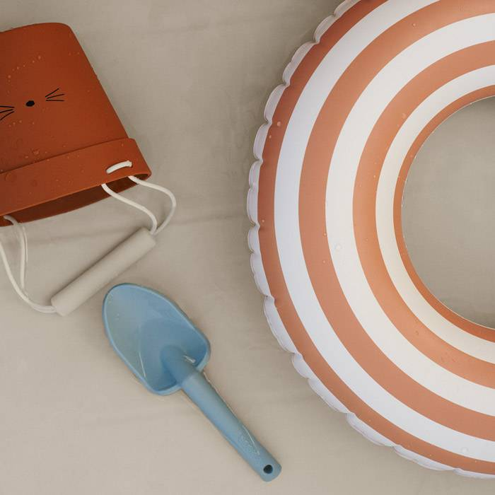 jouet- bac-a-sable-pelle-silicone-liewood