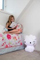 lampe-pied-design-blanche-chambre-enfant