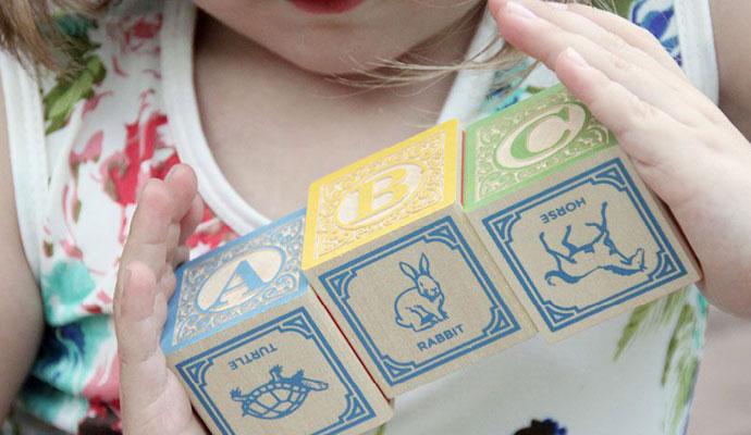 cubes-bois-lettres-alphabet-uncle-goose