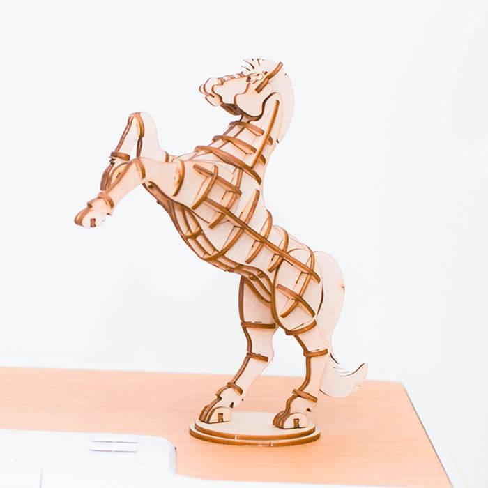 cheval-cabrant-en-bois-maquette-3d-pour-enfant-8ans