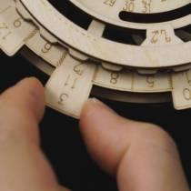 robotime-calendrier-perpetuel-puzzle3d-bois