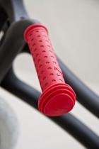 paire-poignee-rouge-draisienne-wishbone-bike