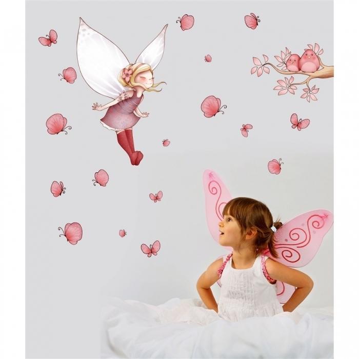 sticker-enfant-fee-volante-et-papillons-chambre-theme-fees
