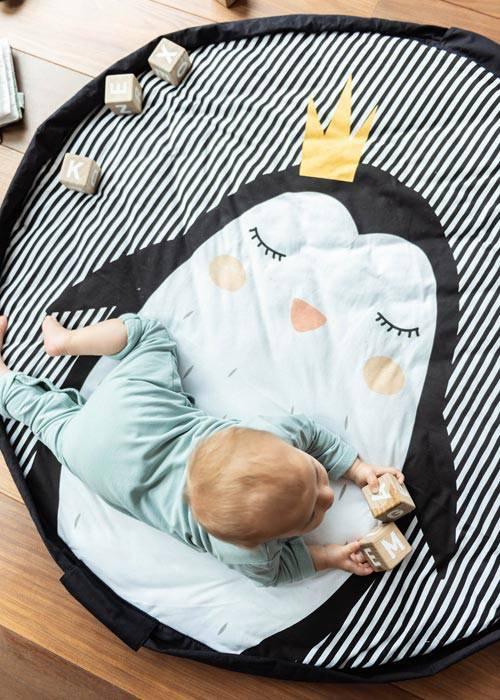 Tapis-eveil-sac-rangement-cadeau-bebe-pingouin