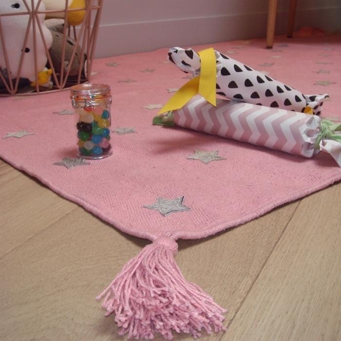 tapis-chambre-enfant-detail-pompon-etoiles
