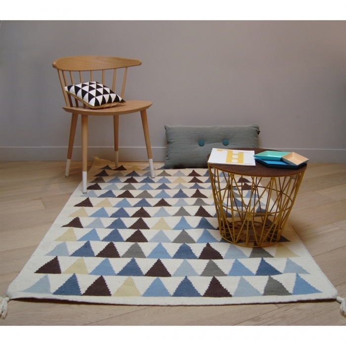 tapis g om trique triangles bleus kilim. Black Bedroom Furniture Sets. Home Design Ideas