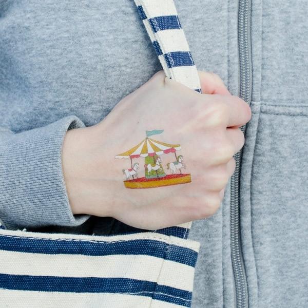 Tatouage-main-enfant-carrousel
