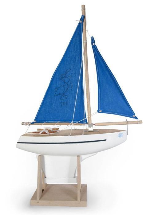 voilier-tirot-coque-blanche-voile-bleue