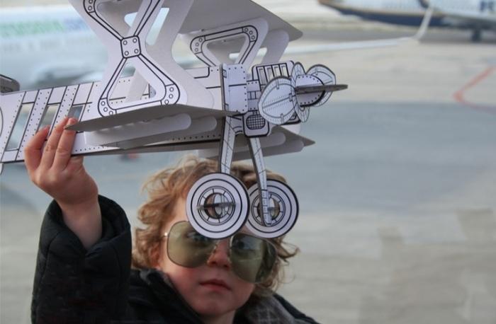 Avion-carton-jouet-a-personnaliser-villa-carton
