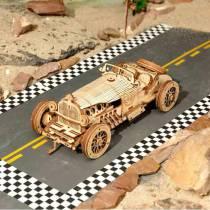 maquette-en-bois-d-une-voiture-de-grand-prix