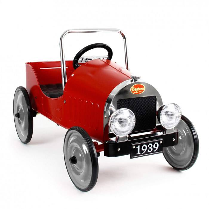 voiture-a-pedale-vintage-rouge